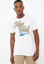 PUMA - Breakdance New York tee - white