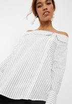 ONLY - Amanda off shoulder shirt - white & black