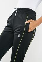 adidas Originals - AA-42 track pants - black