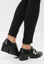 Superbalist - Pointed toe buckle brogue - black