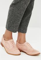 Superbalist - Lace up brogue - pink