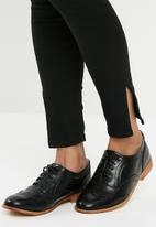 Superbalist - Lace up brogue - black