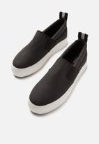 Cotton On - Sawyer slip on sneaker - black