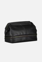Typo - Debonair wash bag - black