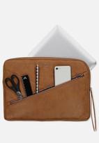 Typo - Premium laptop case 13 in - sunflower tooled mid tan