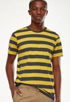 Cotton On - Tbar premium crew tee - blue & yellow