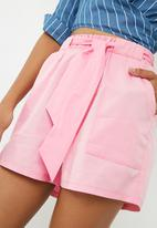 Superbalist - Self tie shorts - pink