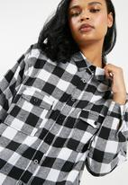 Missguided - Barbie x missguided checked shirt - black & white