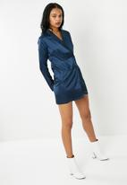 Missguided - Satin wrap double breasted  blazer dress - navy