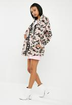 Missguided - Barbie logo camouflage jacket - multi