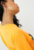 Missguided - J'adore slogan graphic T-shirt - orange