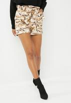 Missguided - Camo tie waist shorts - multi