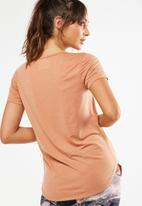 Cotton On - Gym T-shirt - peach