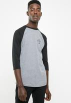 Vans - Stacked rubber raglan tee - grey & black