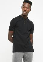 Superbalist - Pique short sleeve slim fit polo - black