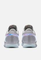 Nike - Nike Pre-Love O.X.
