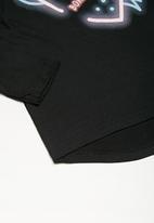 Cotton On - Kids Penelope long sleeve curved hem - black
