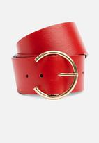 Superbalist - Leather waist belt with horse shoe buckle - red