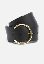 Superbalist - Leather waist belt with horse shoe buckle - black