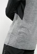 basicthread - Poly stretch panel tee - black & grey