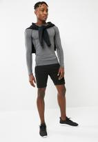 basicthread - Panel gym sweat shorts - black