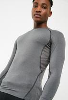 basicthread - Poly stretch panel tee - grey