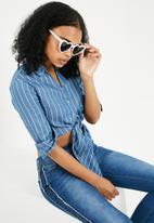 Missguided - Heart sunglasses - white