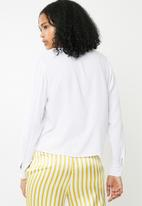 Superbalist - Soft V-neck button front shirt - white