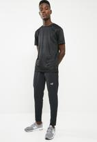 New Balance  - Tenacity track pants - black