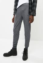 PUMA - ESS sweat pants slim TR - grey