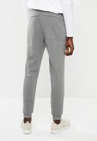 PUMA - ESS sweatpants - grey