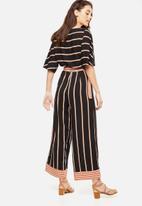 Cotton On - Woven Kassie kimono sleeve jumpsuit - black & tan