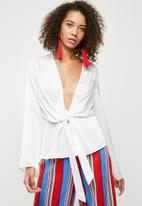 Missguided - Satin drape blouse - white