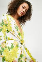 Missguided - Floral drape front plunge blouse - white & yellow