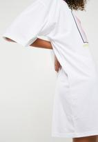 Missguided - Oversized NYC graphic T-shirt dress - white