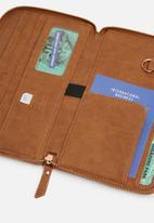 Typo - Odyssey travel compendium - sunflower tooled mid tan