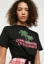 Missguided - Come on barbie knotted T-shirt - black