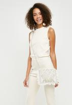Missguided - Pearl fringe clutch bag - white
