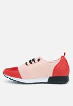 Missguided - Front strap lace up runner - pink & red