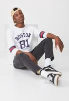 Cotton On - Tbar 3/4 baseball tee - white & navy