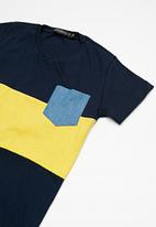 Superbalist - Kids boys colour blocked tee - navy & yellow