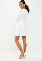 Missguided - Georgette plunge twist front dress - white