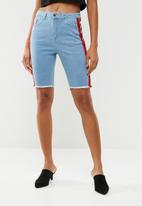 Missguided - Denim sport stripe length shorts - blue