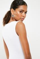 Missguided - Sleeveless notch front rib bodysuit - white