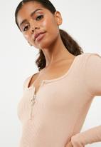 Missguided - Zip front scoop neck rib bodysuit - nude