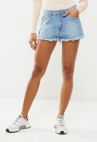 Missguided - Highwaisted extreme fray hem denim shorts - blue
