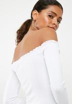 Missguided - Lettuce hem bardot bodysuit - white