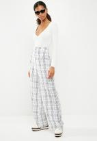 Missguided - Extreme plunge body with button detail - white
