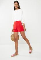 Superbalist - Side button short - red