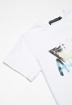 Superbalist - Boys printed tee - white